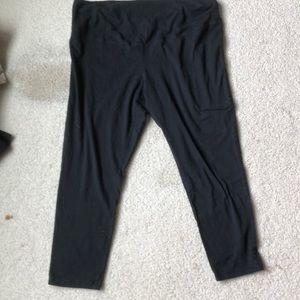 Old Navy Maternity XL Capri Pants